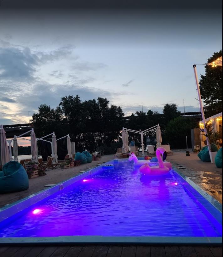 басейн для відпочинку